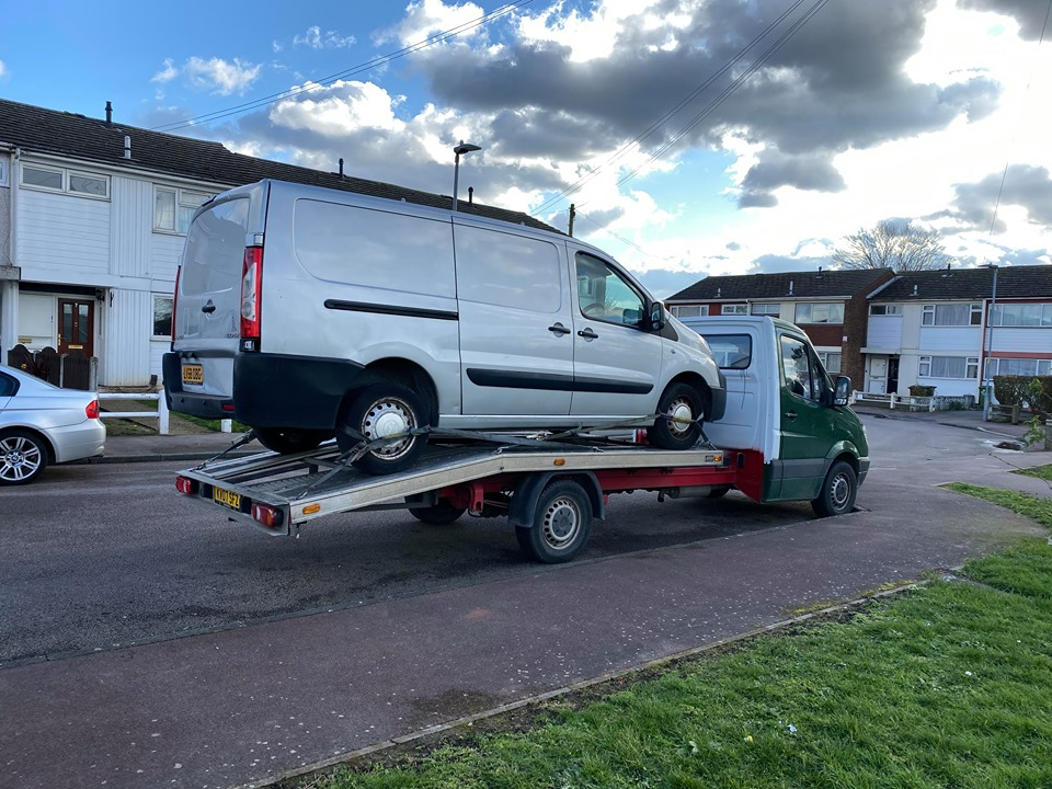Car Recovery Cover and Towing Services in Upminster, RM14